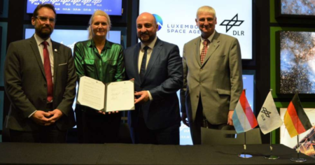 Signature of a collaboration agreeement between the German Aerospace Center and the Luxembourg Space Agency
