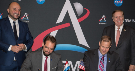 Representatives of the National Aeronautics and Space Administration (NASA) and of the Luxembourg Space Agency (LSA), sign a Joint Statement of Intent.