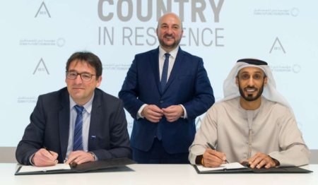 Signature of the start-up support cooperation agreement by Mario Grotz, President of Luxinnovation, and Khalfan Belhoul, CEO of Dubai Future Foundation
