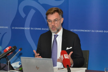 """Minister of the Economy Franz Fayot presenting the """"Ons Wirtschaft vu Muer"""""""